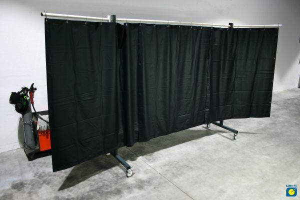 SST4 Schutzwand mit Schwenkarm, 2 x 3,9 m, mit PVC Vorhang 1,60 m lang, grün R9
